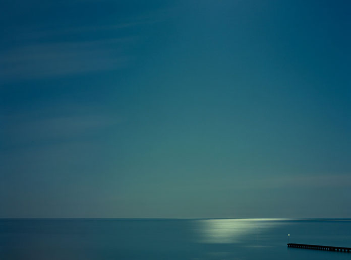 Minimalist landscape images in nocturnal atmosphere.
