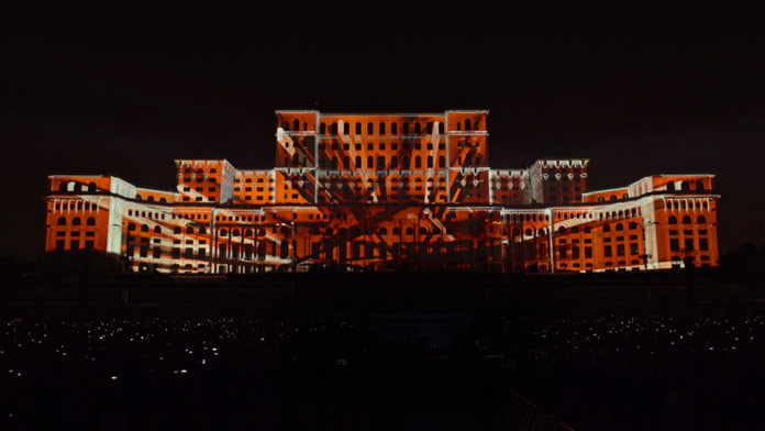3D projection mapping by Filip Roca.