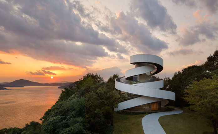 The wedding chapel is placed in a garden of a resort hotel, BellaVista SPA&MARINA ONOMICHI in Onomichi, Hiroshima.