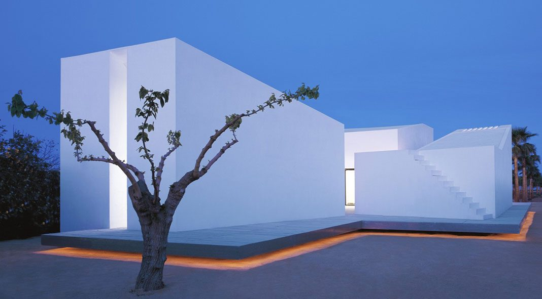 Minimalist architecture by carlos ferrater for Minimalisme architecture