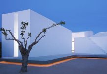 House for a photographer designed by Barcelona based architect Carlos Ferrater.