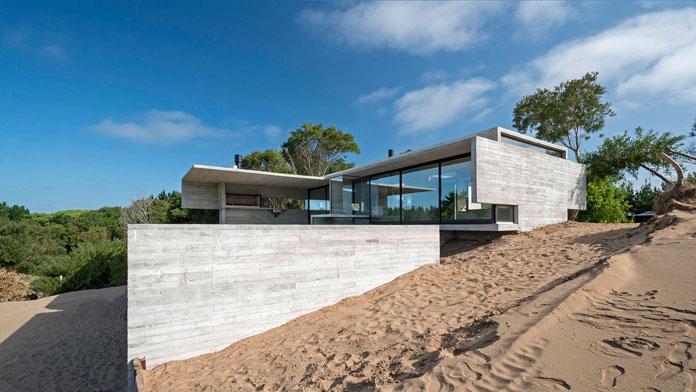 VP House in Costa Esmeralda, Argentina by Luciano Kruk. Photography by Daniela Mac Adden.