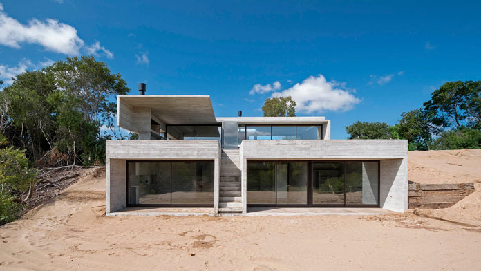 VP House by Luciano Kruk, Minimalist architecture made of rough concrete.