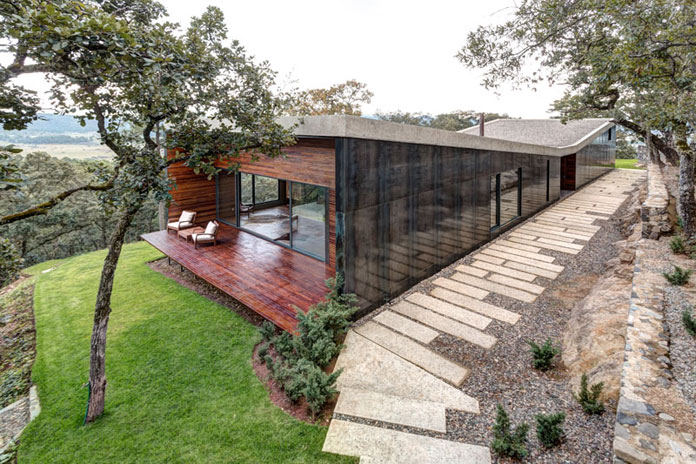 Steel, stone, and wood, GG House by Elías Rizo Arquitectos.
