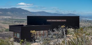House in Los Molles, Chile by Thomas Löwenstein.