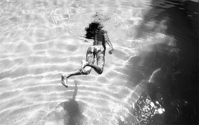 Andrea Mete Photography, Diving in the pool.