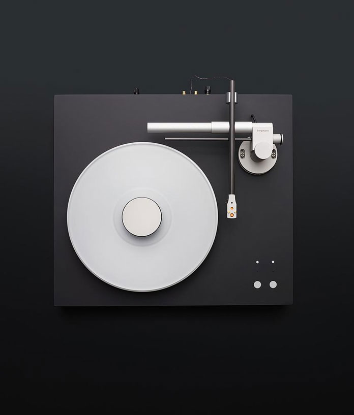 Explore the subtly elegant design of the Magne turntable system by Bergmann.