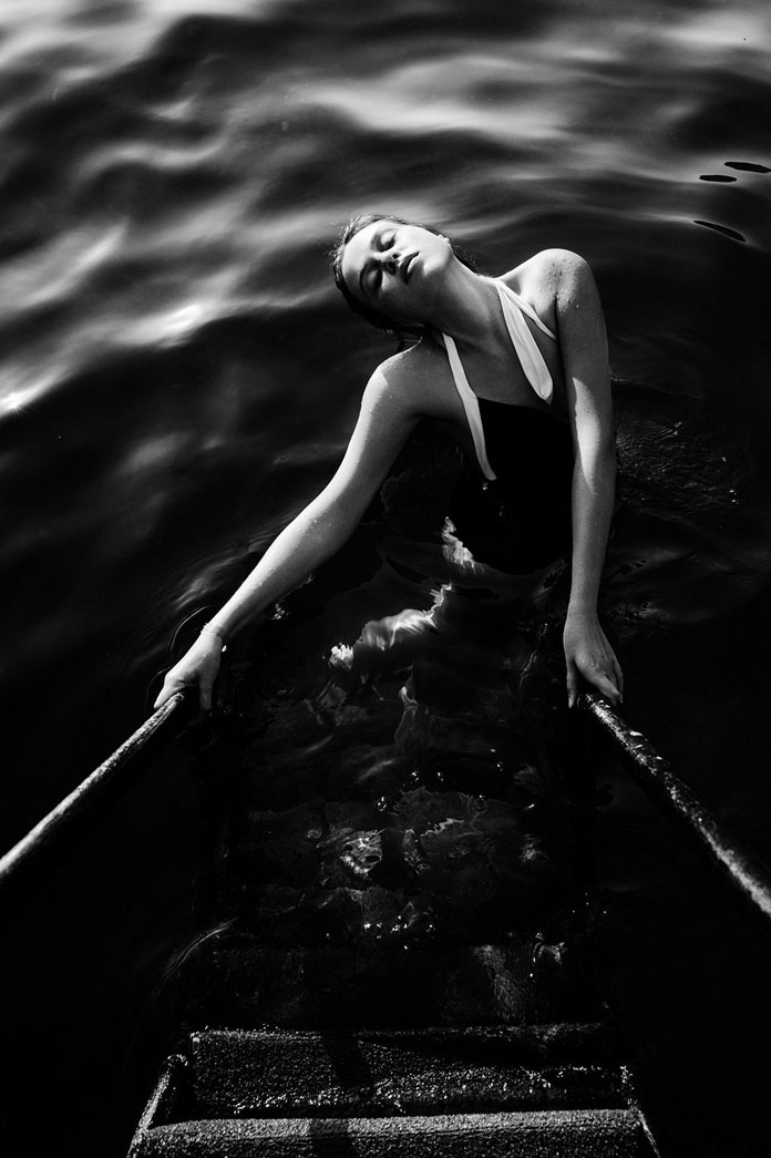 Elizaveta Porodina, the pose in the water