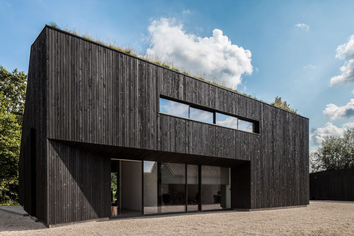 Modern and minimalist architecture in harmony with nature.