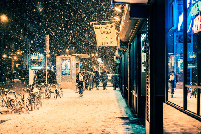 Franck Bohbot Photography, Thick snowflakes fall from the sky.