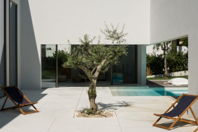 Minimalist house in Troia by architecture firm Miguel Marcelino.