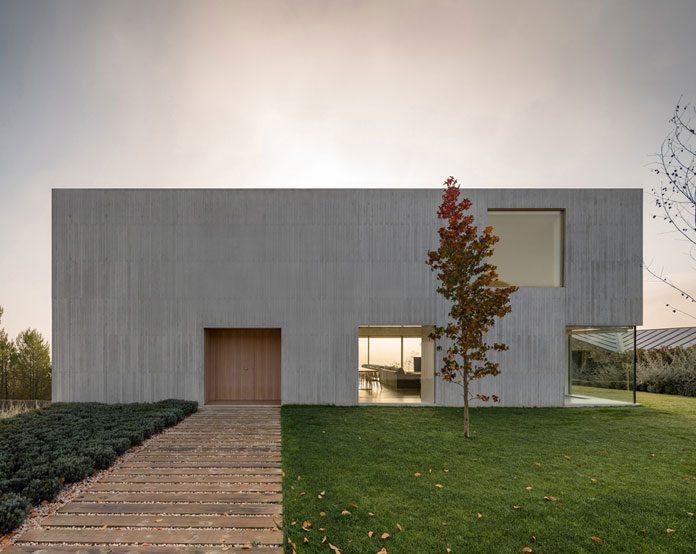 Modern and minimalist Pamplona vila by Pereda Pérez Arquitectos.