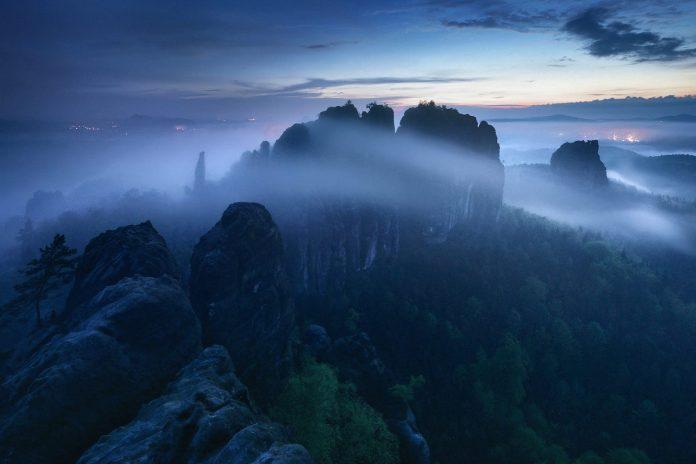 The Blue Border photo series by Kilian Schönberger.