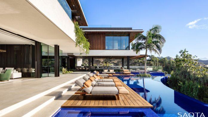 SAOTA designed a luxurious hillside house in Los Angeles, California.