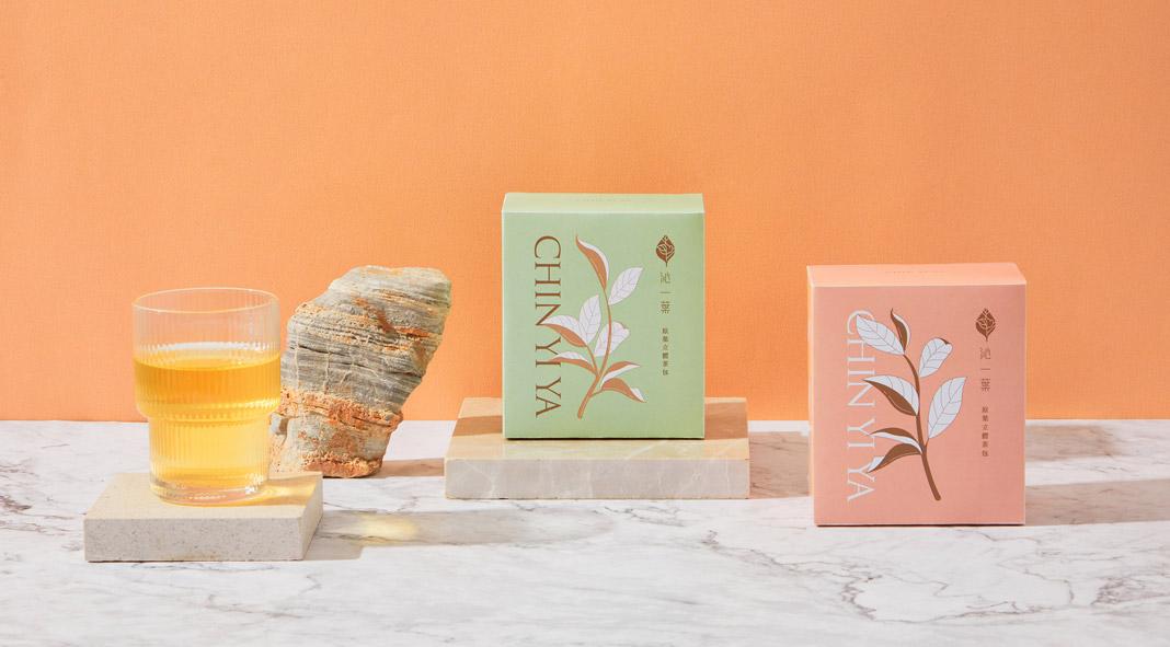 Packaging design by Aaoo Studio for the Chin Yi Ya Tea shop.