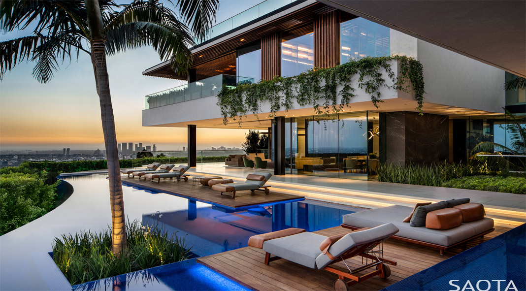 SAOTA designed a luxurious hillside house in Los Angeles, California.