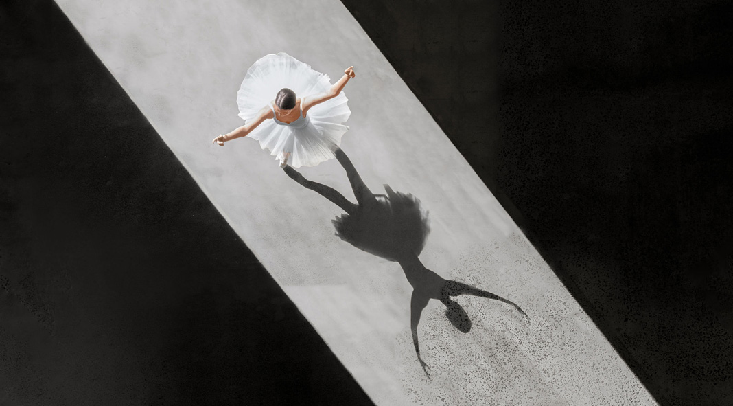 Ballerine de l'air - Aerial photographer by Brad Walls who captures ballet like never before