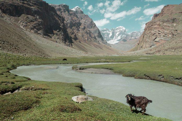 3 M41 (Pamir Highway) travel photography by Øystein Sture Aspelund.