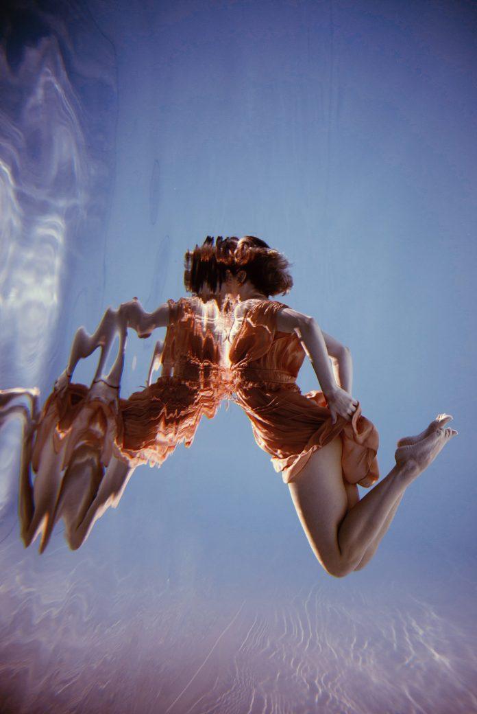 Elegant underwater photography by Marta Syrko.