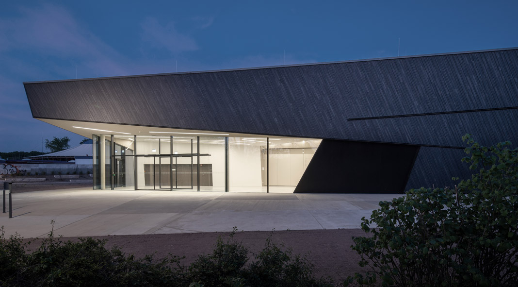 Event hall of the city of Kuppenheim by architecture office dasch zürn + partner.