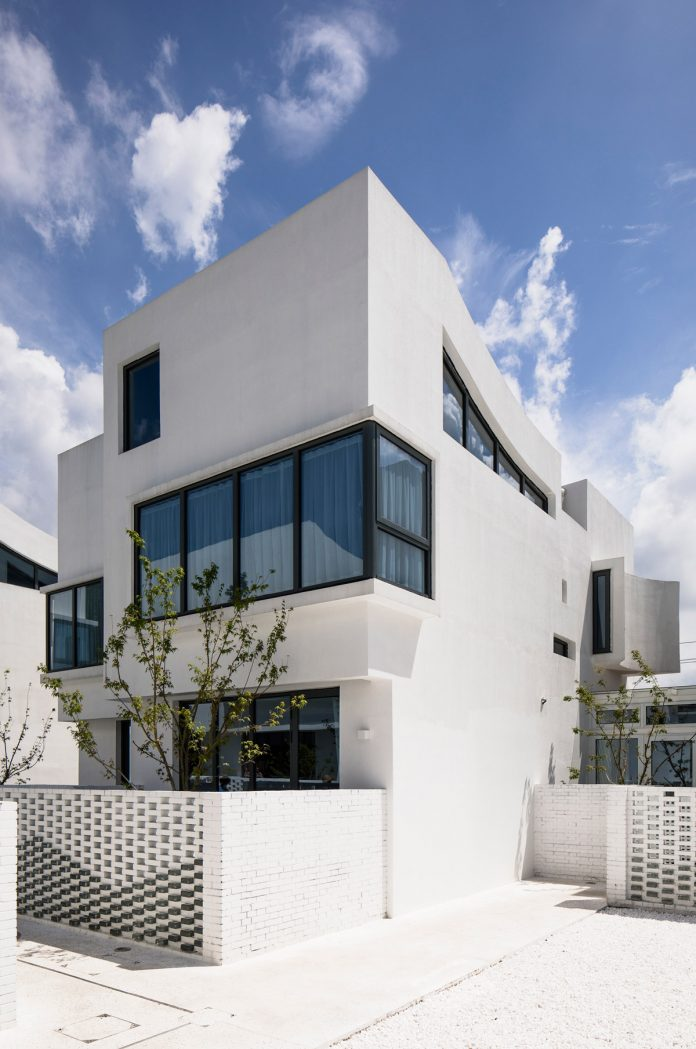 B&B building facade © Peter Dixie, Lotan Architectural Photography